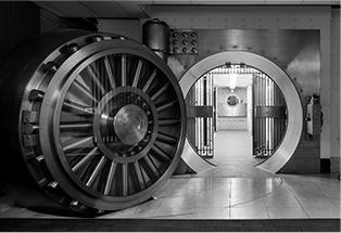 Située au premier sous-sol de l'Édifice Sun Life, cette seconde voûte est fermée par une porte de 40 tonnes. Jusqu'à tout récemment, cet endroit servait à sécuriser différentes valeurs.